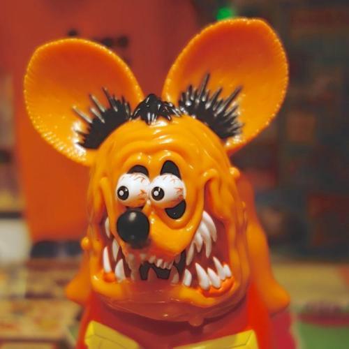 【MOON EYES】RAT FINK RF 橘色老鼠芬克軟膠公仔  Webike摩托百貨